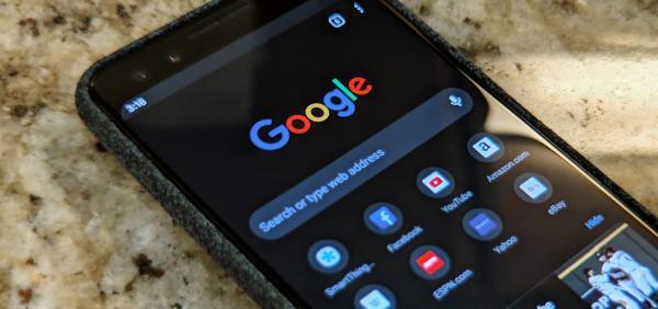 كيفية تفعيل الوضع الداكن بتطبيق جوجل في هواتف أندرويد وآيفون   سواليف